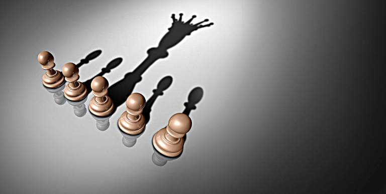 Какие типы лидерства приемлемы в управлении людьми?